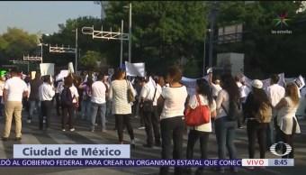 Marchan trabajadores Hospital 20 de Noviembre, del ISSSTE, en CDMX