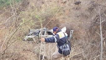 Foto: Mueren 3 personas, entre ellos un menor de edad, y otras 12 resultan lesionadas al volcar una camioneta en Tlapa, Guerrero, mayo 4 de 2019 (Twitter: @AlMomentoGro)