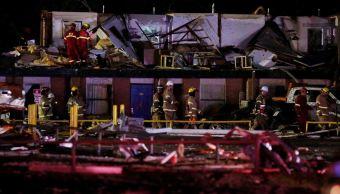 Foto: El American Budget Value Inn quedó destruido por la tormenta. Imágenes del lugar mostraban a personal de emergencias buscando entre los escombros, el 26 de mayo de 2019 (AP)