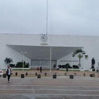 AMLO rechaza privatizaciones de edificios públicos ante posible venta del palacio municipal en Villahermosa
