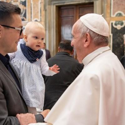 Papa Francisco compara al aborto con contratar a un sicario