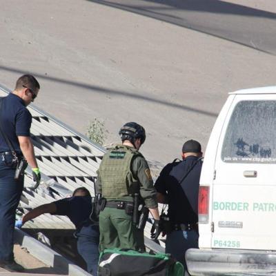 Instalan centro de procesamiento para migrantes en El Paso, Texas