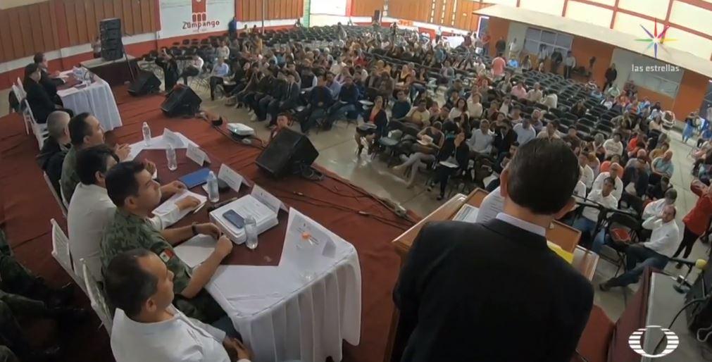 Foto Ejidatarios protestan en reunión sobre impacto ambiental de aeropuerto de Santa Lucía 31 mayo 2019