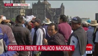 Recolectores de residuos se manifiestan frente a Palacio Nacional