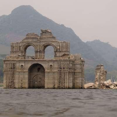 Sequía vacía presa y descubre convento colonial en Chiapas