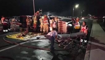 Foto: Al lugar de los hechos arribaron elementos de la Cruz roja y bomberos para atender a los heridos y trasladarlos al Hospital General de Guaymas, el 5 de mayo de 2019 (Noticieros Televisa, especial)