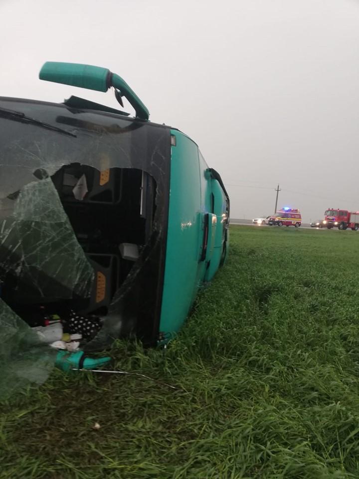 foto tornado voltea autobus rumania 30 abril 2019