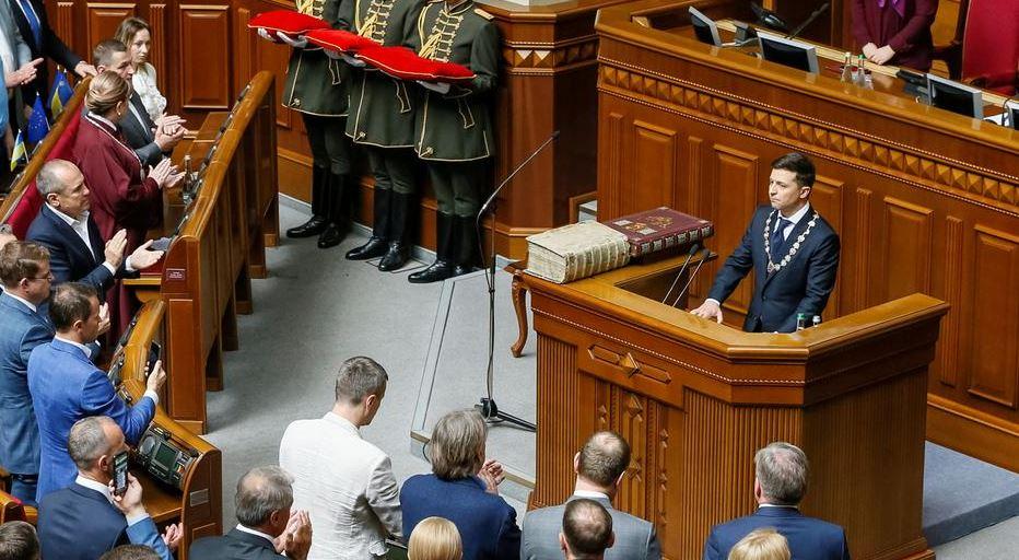 El comediante Vladímir Zelenski es investido presidente de Ucrania