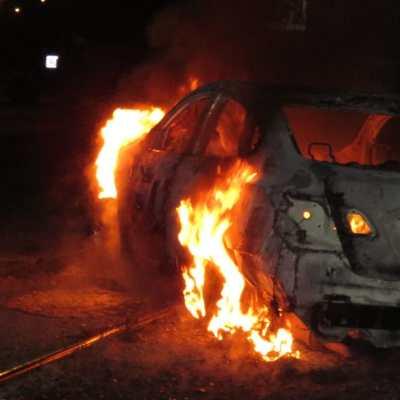 No para la violencia en Uruapan; hallan cinco cuerpos calcinados en un vehículo