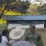 FOTO Video: Civiles enfrentan a militares en Hidalgo por gasolina robada (Noticieros Televisa)