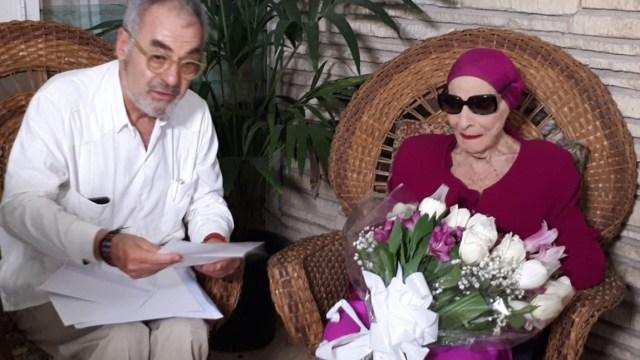 Alicia Alonso recibe en La Habana un homenaje de la Universidad de Valencia