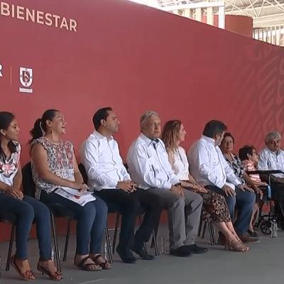 AMLO entrega apoyos y verifica Tren Maya en Yucatán