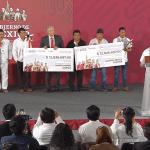 Foto: AMLO entrega cheques a municipios de Oaxaca, 17 de junio de 2019, Ciudad de México