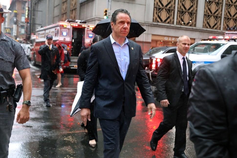 Foto Andrew Cuomo, gobernador de Nueva York acude al lugar del accidente 10 junio 2019