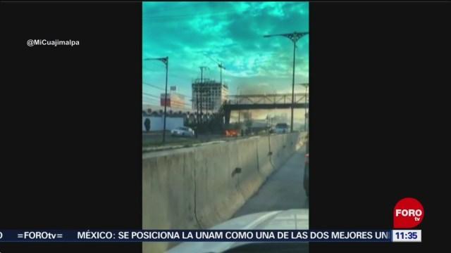 Automóvil se incendia en la carretera México-Toluca