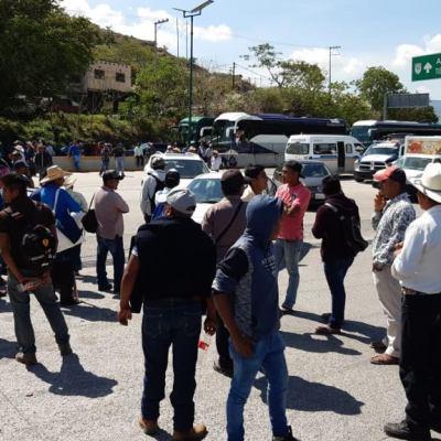Bloqueos y retención de funcionarios para exigir fertilizantes en Guerrero