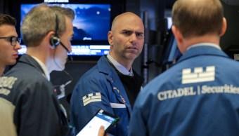 Foto: Los comerciantes trabajan en el piso de la Bolsa de Nueva York (NYSE) en Nueva York, junio 19 de 2019 (Reuters)