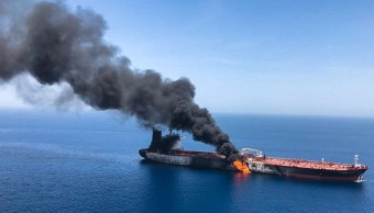 Foto: Buque petrolero noruego en llamas, 13 de junio de 2019, Golfo Pérsico