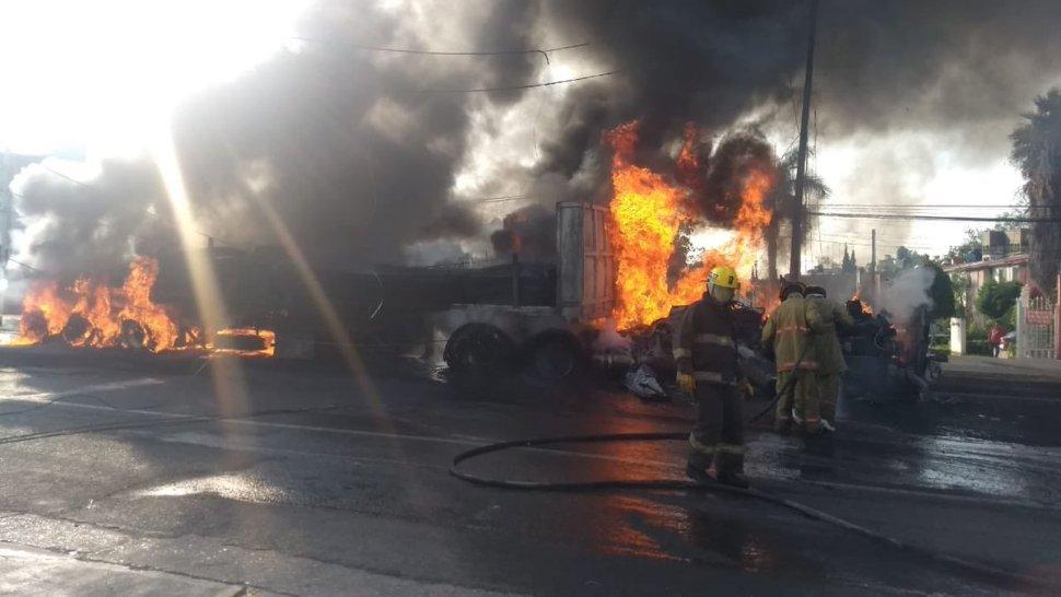 Foto Camión choca y se incendia en carretera Yecapixtla-Cuautla 12 junio 2019