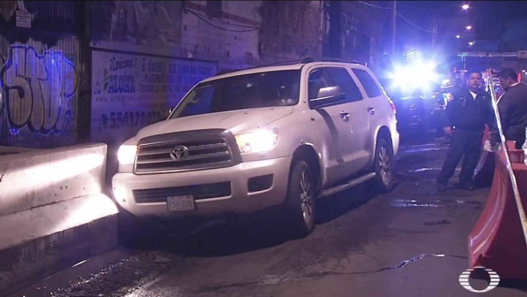 Foto: La camioneta terminó impactada aún costado de la vialidad contra un bloque de concreto, 28 junio 2019