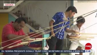 FOTO: Dan curso sobre hilado de telar a hombres en Oaxaca, 22 Junio 2019