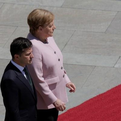 Video: Merkel justifica temblor corporal en medio de rumores sobre su salud