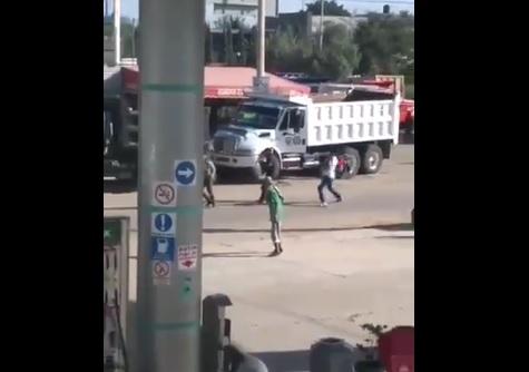 Foto: enfrentamiento entre transportistas en Oaxaca, 25 de junio 2019. Twitter @carreraOax