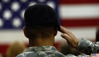 Foto: Un solado saluda a la bandera de Estados Unidos. El 29 de agosto de 2009
