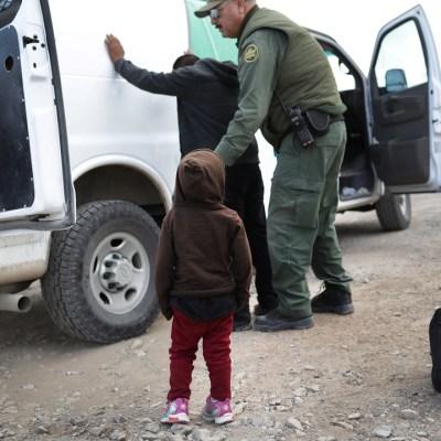 Estados Unidos tiene en custodia a 60 mil niños migrantes