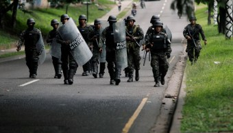 Foto: Militares hondureños remueven una barricada durante una protesta contra el presidente Juan Orlando Hernández. El 20 de junio de 2019
