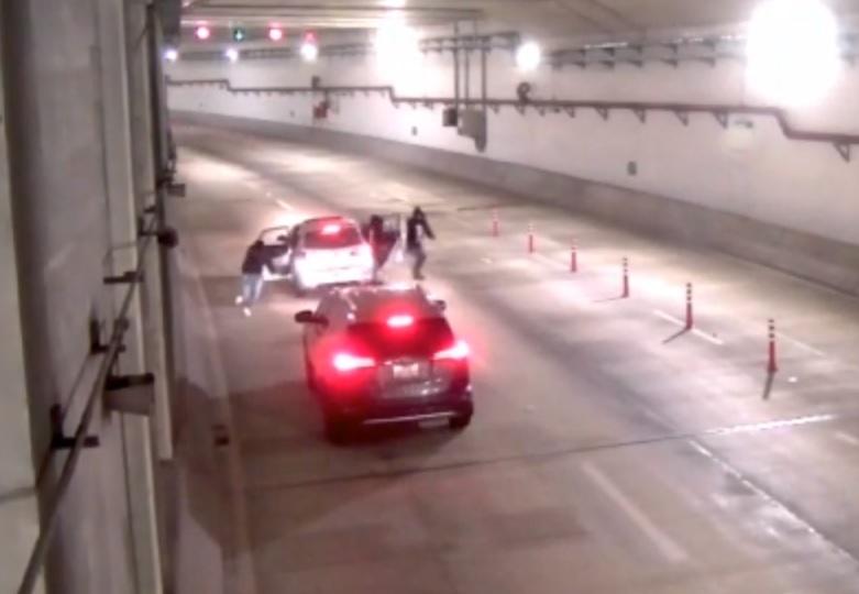 Foto: Varios sujetos robaron una camioneta en un túnel en Lima, Perú. El 20 de abril de 2019