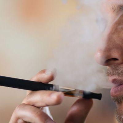 Melania Trump pide no promocionar los cigarros electrónicos