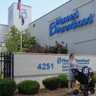 Gobierno de Trump prohíbe a clínicas informar sobre aborto