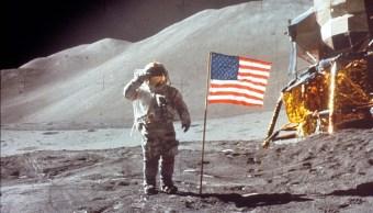 Foto: El astronauta David Scott saluda a la bandera de los Estados Unidos postrada en la Luna. El 30 de julio de 1971