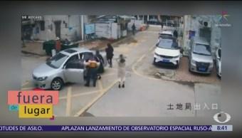 Fuera de lugar: Papá 'malísimo' para manejar; trata de estacionar el auto y lo destroza