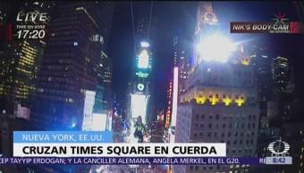 Hermanos Wallenda cruzan Times Square en cuerda