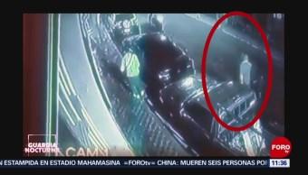 Ladrones en motocicleta asaltan a transeúnte en Guadalajara, Jalisco