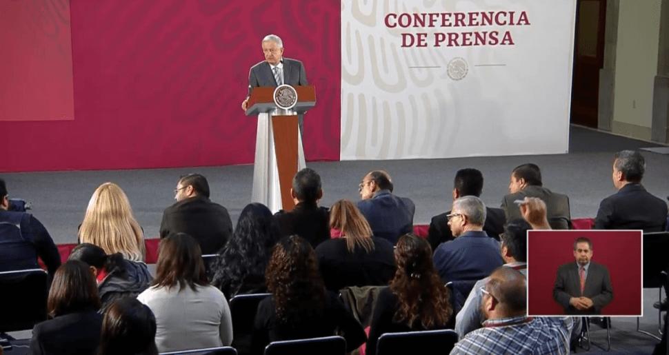 f8890d06cd Foto: López Obrador responde a periodistas, 4 de junio de 2019, México