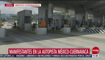 Manifestantes bloquean la autopista México-Cuernavaca