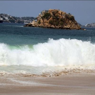 Mar de fondo provoca olas de hasta tres metros en Acapulco