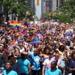 Foto: Las personas marchan por la Quinta Avenida durante el 50 desfile anual del Orgullo Gay en la ciudad de Nueva York, junio 30 de 2019 (EFE)