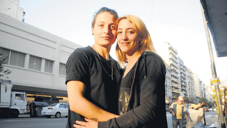 Foto: Mariana Gómez y su pareja Rocío, Argentina