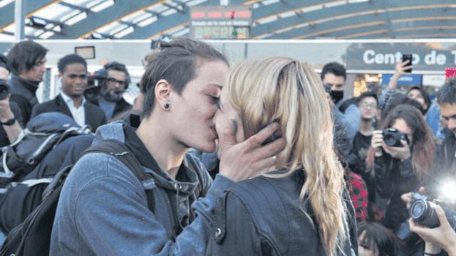 Foto: Mariana y Rocío durante un 'besazo' en Argentina, febrero de 2018, Buenos Aires