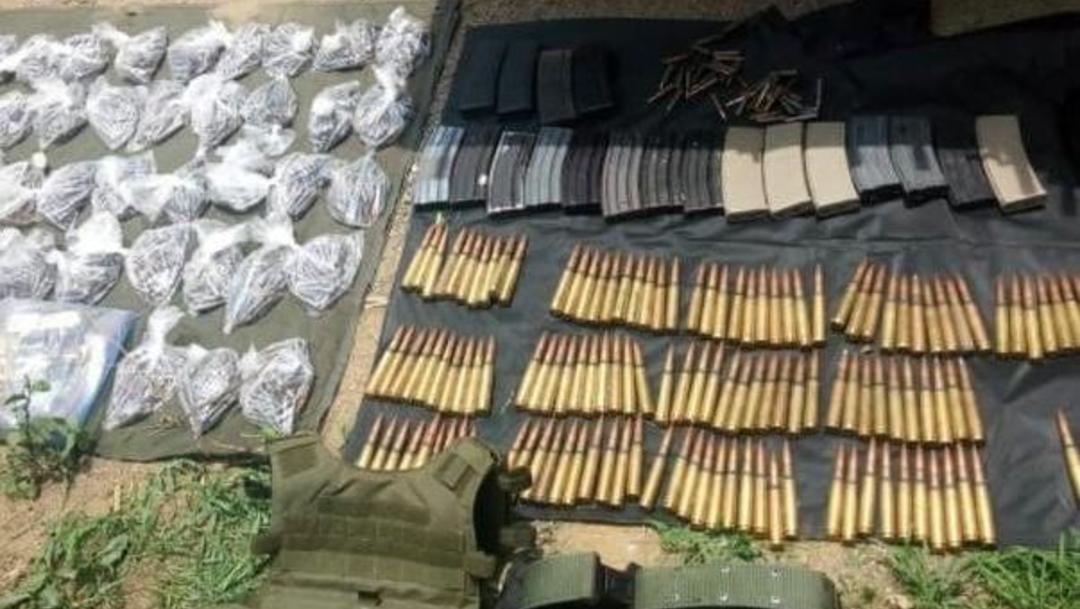 Foto: Las autoridades iniciaron una investigación por el decomiso de10 armas de fuego, 24 cargadores y 2 mil 399 cartuchos, el 22 de junio de 2019. (Twitter @MICHOACANSSP)