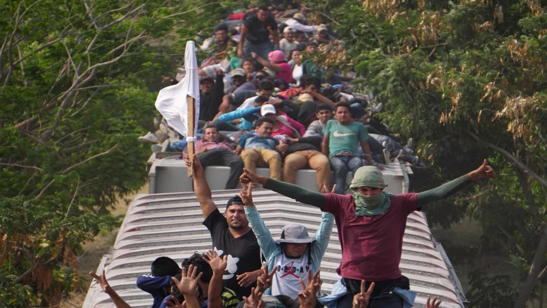 Aseguran a 25 migrantes centroamericanos que viajaban sobre 'La Bestia'