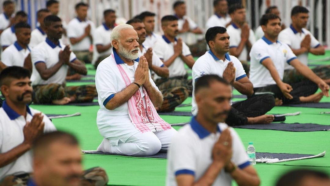 Narendra Modi encabeza el Día Internacional del Yoga en India