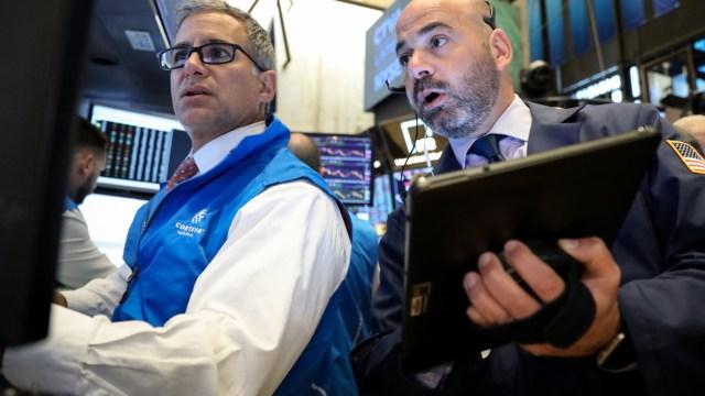 Foto: Los comerciantes trabajan en el piso de la Bolsa de Nueva York (NYSE) en Nueva York, Estados Unidos, 3 de junio de 2019 (Reuters)