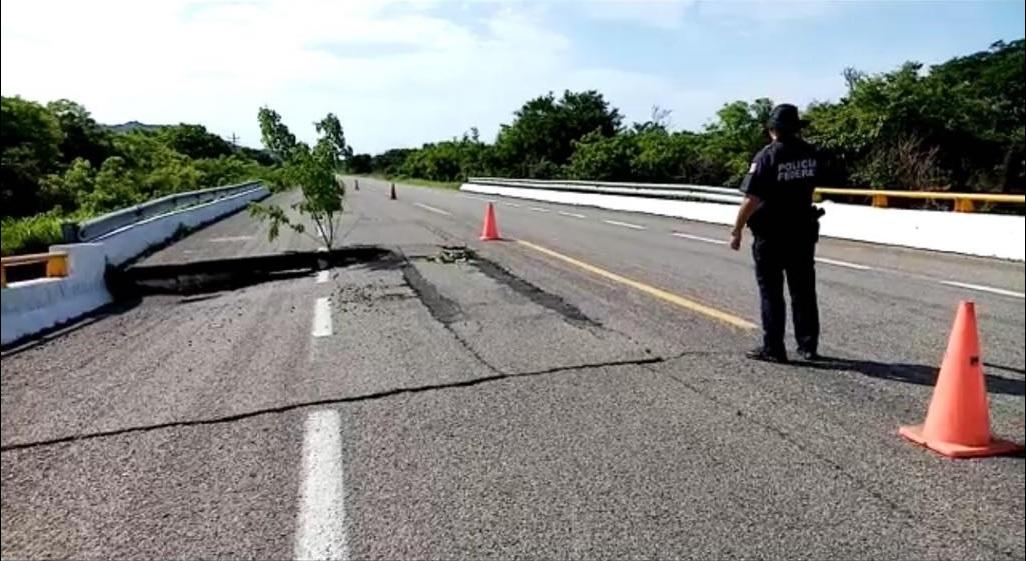 Foto: puente colapsado en Chiapas, 24 de junio 2019. (Noticieros Televisa)