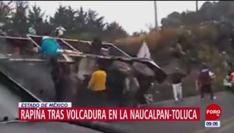 Rapiña tras volcadura de tráiler en la Naucalpan-Toluca