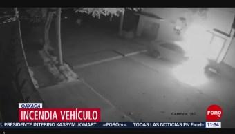 Sujeto incendia vehículo estacionado
